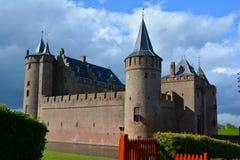 Slott och vallgraven Royaltyfria Foton