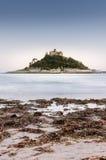 Slott på ön på skymning Royaltyfria Bilder
