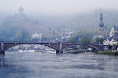 Slott på Cochem på den Mosel floden, Tyskland arkivfoto