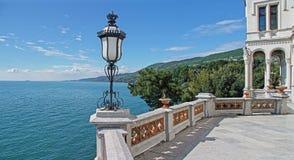 Slott på havskusten i Miramar arkivfoton