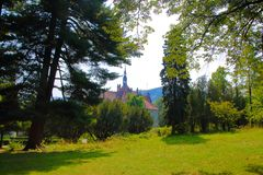 Slott på kanten av skogen Royaltyfria Foton