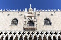 Slott Palazzo Ducale för doge` s på piazza San Marco, fasad, Venedig, Italien Arkivfoton