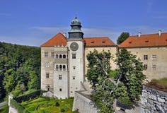 Slott Pieskowa Skala i Polen fotografering för bildbyråer