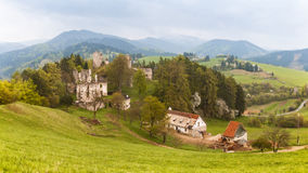 Slott Sklabina, svala, Slovakien arkivfoton