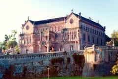 Slott Sobrellano, Comillas, Cantabria, rygg Royaltyfri Fotografi