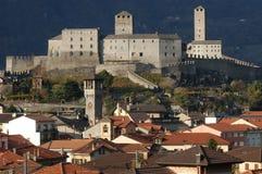 Slott som är stort på Bellinzona Arkivbild