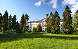 slott topolcianky trevliga slovakia Royaltyfri Fotografi