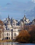 Slott vid floden royaltyfria bilder