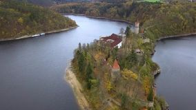 Slott Zvikov i Tjeckien - flyg- sikt arkivfilmer