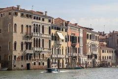 Slottar längs Grand Canal, Venedig, Italien Arkivbild