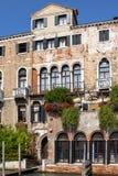 Slottar längs Grand Canal, Venedig, Italien Royaltyfri Fotografi