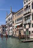 Slottar längs Grand Canal, Venedig, Italien Royaltyfri Foto