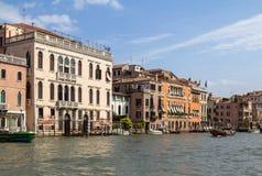 Slottar längs Grand Canal, Venedig, Italien Royaltyfri Bild