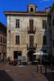 Slottar och gator av staden av Arona på sjön Maggiore Royaltyfri Fotografi