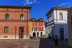 Slottar och gator av staden av Arona på sjön Maggiore Royaltyfria Foton