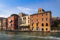 Slottar på Grand Canal, Venedig, Italien Arkivbilder