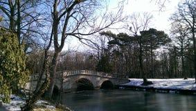 Slottbro med snö Arkivfoto