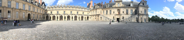 Slotten av Fontainebleau panorama, Frankrike Arkivfoton