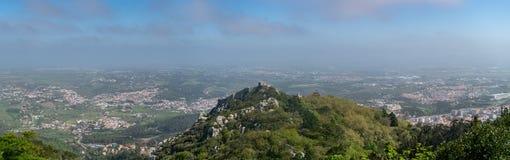 Slotten av hed- eller Castelo DOS Mouros är den medeltida slotten vid heder i Sintra, Portugal arkivbild