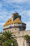Slotten av hertiginnan Anne av Brittany i den walled staden inhyser stadshuset och museet av historia av staden och Ethnograpen royaltyfri foto