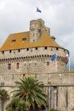 Slotten av hertiginnan Anne av Brittany i den walled staden inhyser stadshuset och museet av historia av staden royaltyfri bild