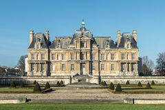 Slotten av Maisons-Laffitte, bakgrund av blå himmel för vinter, F Royaltyfria Foton