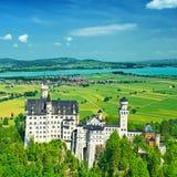 Slotten av Neuschwanstein i Tyskland royaltyfri bild