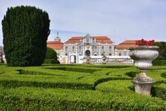 Slotten av Queluz är en lokaliserad för thårhundrade för portugis 18 slott Arkivbilder