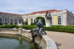 Slotten av Queluz är en lokaliserad för thårhundrade för portugis 18 slott Royaltyfria Foton