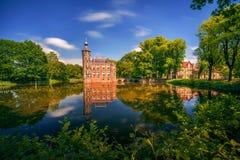 Slotten Bouvigne och omge parkerar i Breda, Nederländerna Royaltyfri Foto
