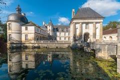 Slotten & x28en; Chateau& x29; av Tanlay fotografering för bildbyråer