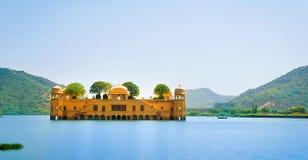 Slotten Jal Mahal (vattenslotten), Jaipur, Rajasthan, Indien Arkivfoton
