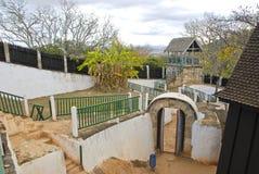 Slotten Mahandrihono och kungliga gravvalv på den kungliga kullen Ambohi Royaltyfri Fotografi