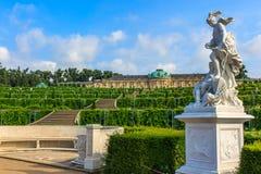 Slotten och parkerar helheten av Sanssouci, Potsdam, Tyskland Royaltyfri Bild