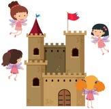Slotten står högt med feer som omkring flyger Arkivfoton
