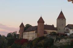 SlottEstavayer-le-gummilacka royaltyfria bilder