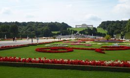 slottet arbeta i trädgården schonbrunn Royaltyfri Bild