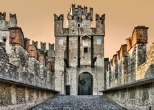 slottet gates sirmione Arkivbild