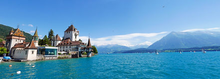 slottet oberhofen royaltyfri bild