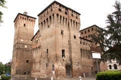 slottet skadade medeltida Royaltyfri Bild