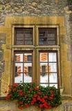 Slottfönster med reflexioner Arkivfoto
