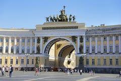 Slottfyrkant i St Petersburg, Ryssland Royaltyfri Bild