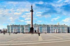 Slottfyrkant i St Petersburg, Ryssland Royaltyfria Foton