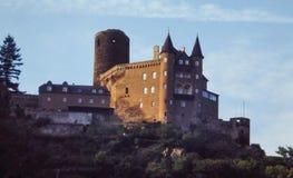 SlotthotellAuf Schonburg, Oberwesel, Tyskland Royaltyfri Fotografi