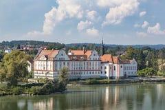 SlottNeuhaus f.m. gästgivargård royaltyfria bilder