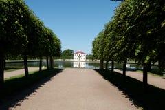 slottpeterhof russia royaltyfri bild