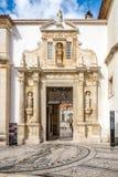 Slottport till borggården av universitetet i Coimbra - Portugal Arkivfoto
