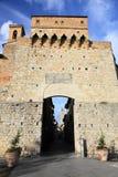 Slottport till den San Gimignano slotten Arkivfoto