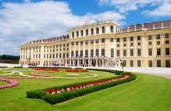 slottschonbrunn vienna Royaltyfria Bilder