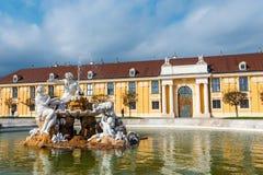 slottschonbrunn vienna Den barocka slotten är den tidigare imperialistiska sommaruppehållet som lokaliseras i Vien Arkivfoto
